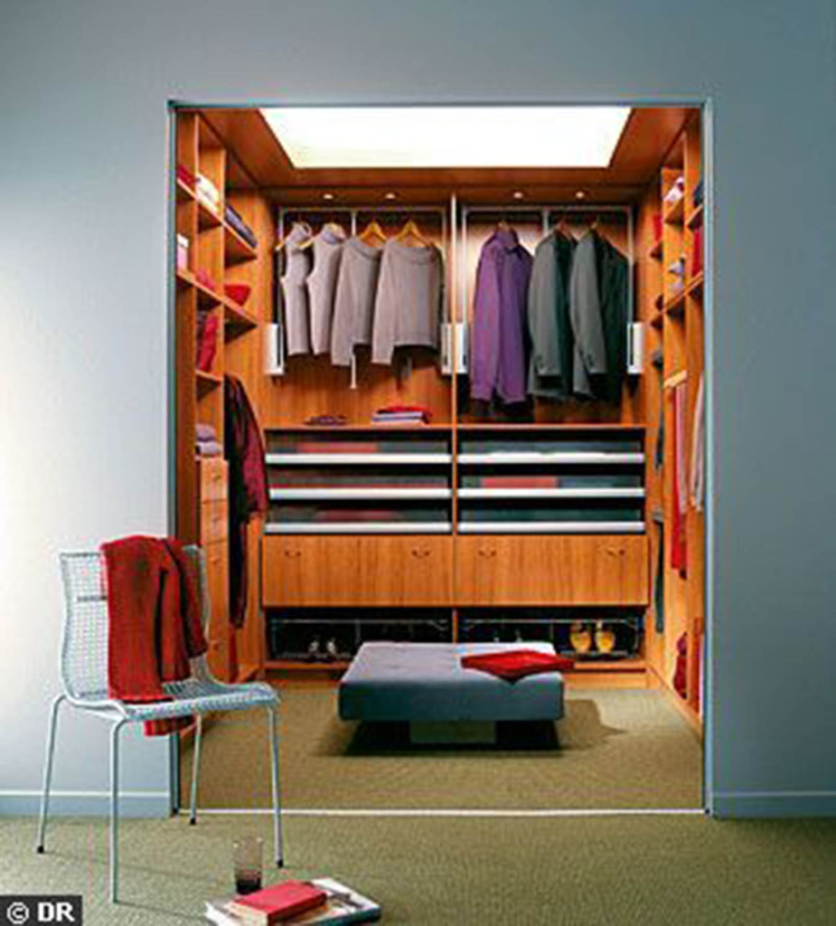 Comment concevoir un dressing viving for Amenager chambre 5m2