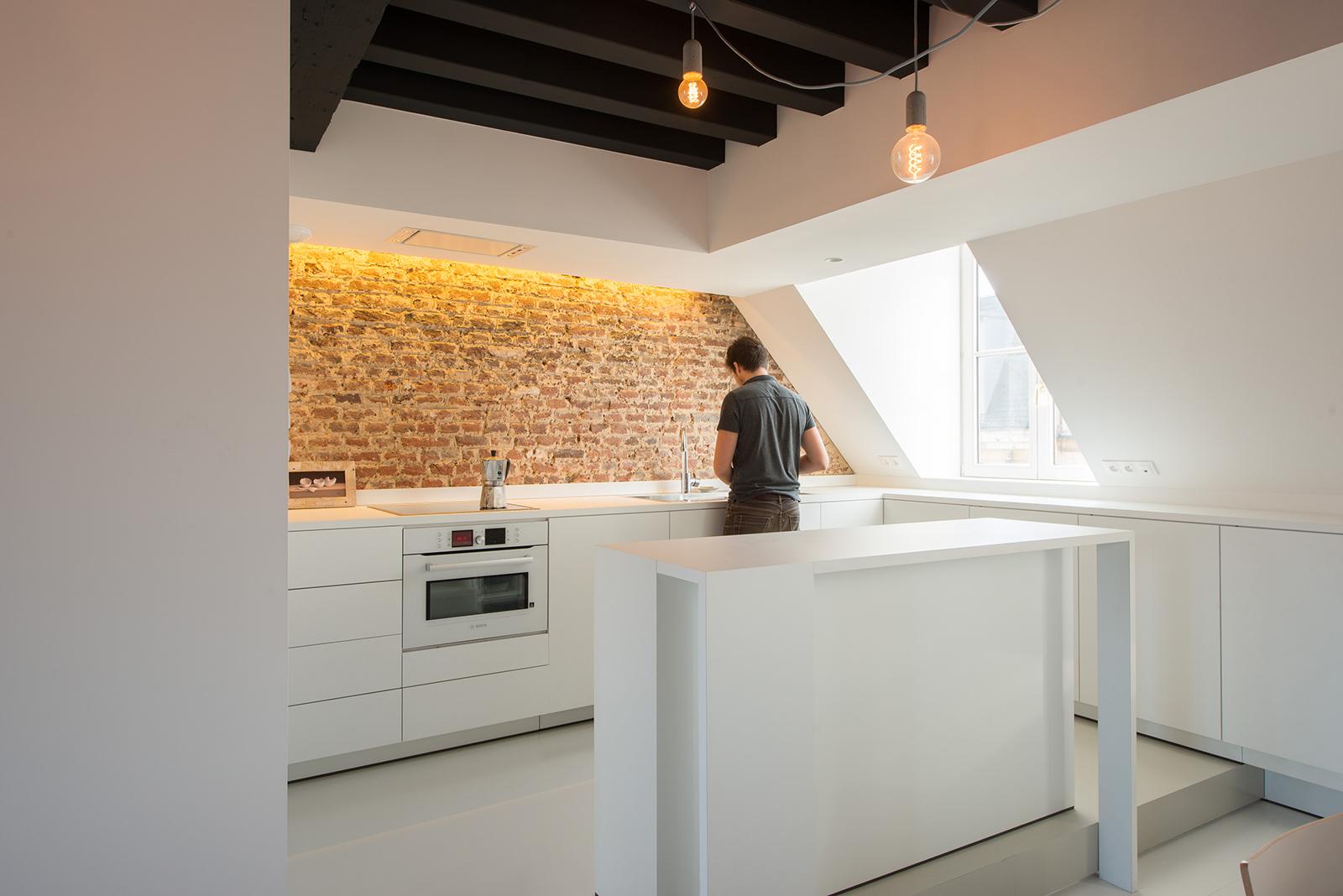 appartement sous combles comment cr er une cuisine ou un s jour viving. Black Bedroom Furniture Sets. Home Design Ideas