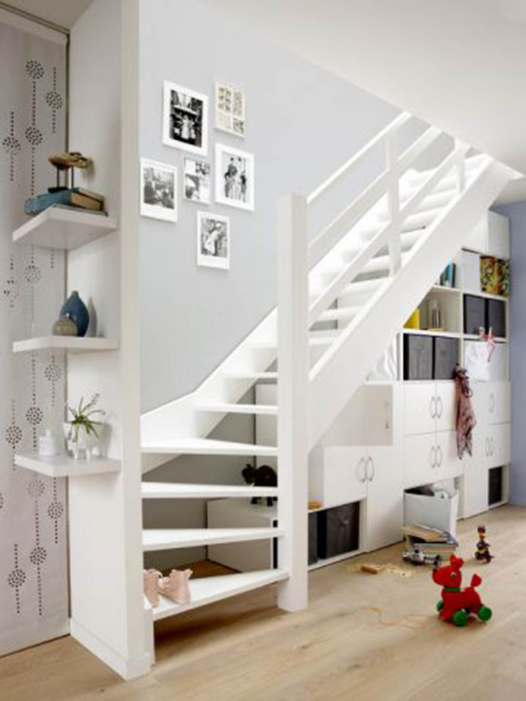 am nager l espace sous un escalier viving. Black Bedroom Furniture Sets. Home Design Ideas