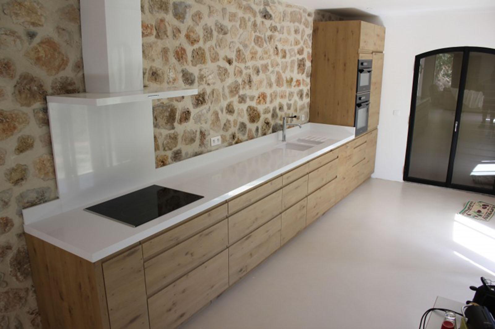 crédit marbrerie-bonaldi - plan-de-travail-cuisine-quartz-blanc-pure-silestone--800x533
