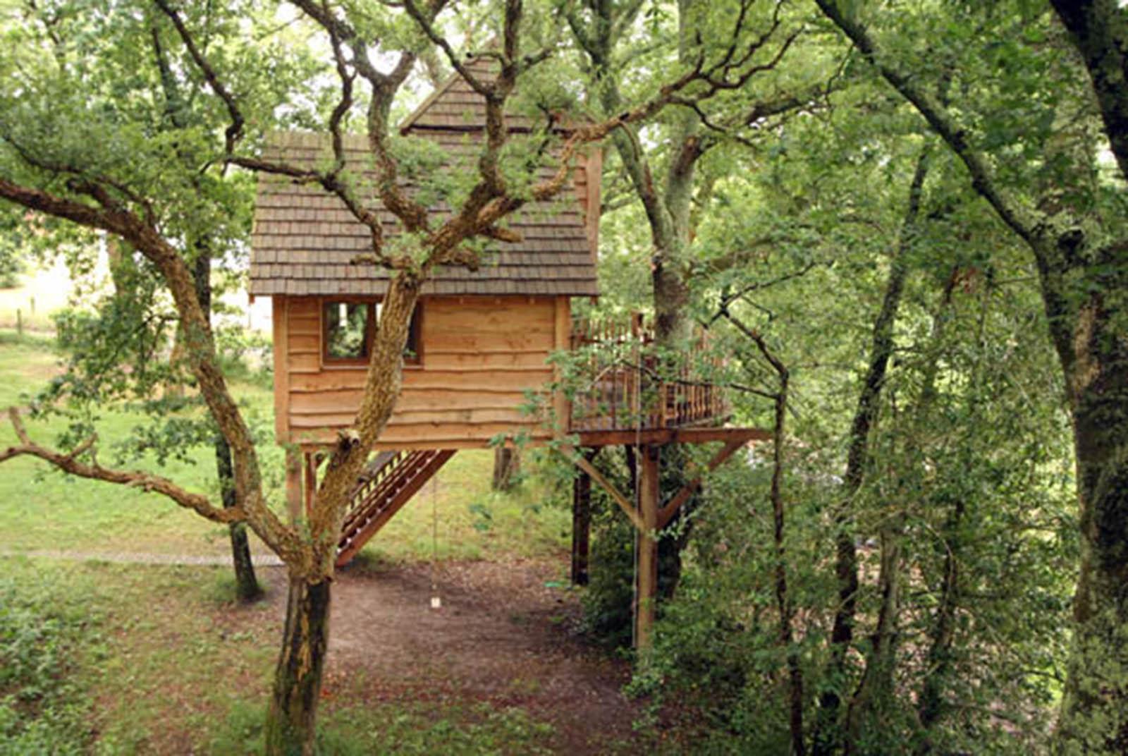 construire une cabane en bois dans les arbres de son jardin viving. Black Bedroom Furniture Sets. Home Design Ideas