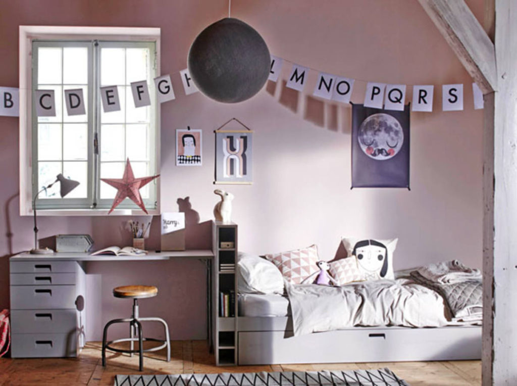 am nager une chambre d enfant tout en longueur viving. Black Bedroom Furniture Sets. Home Design Ideas