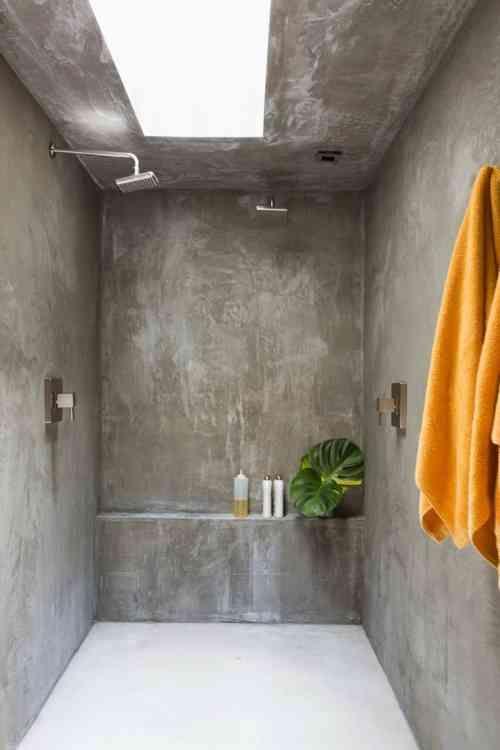 Le b ton cir dans la salle de bain tout ce qu il faut for Salle de bain beton cire